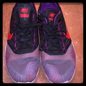 LIKE NEW Nike flex shoes
